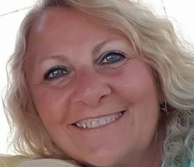 Gorgeous older woman from Miami