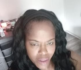 Curvy black woman from Orlando