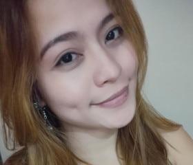 Gorgeous, petite Asian woman from Houston