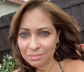 Beautiful above 40 ebony single mom